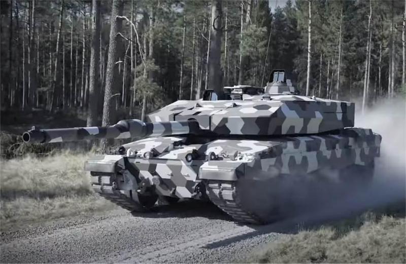 Rheinmettall_unveils_new_Leopard_tank_MBT_with_130mm_cannon.jpg